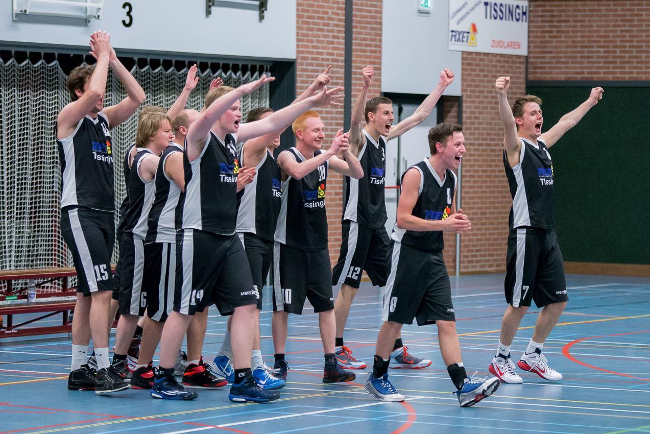 Juichende Heren na de overwinning